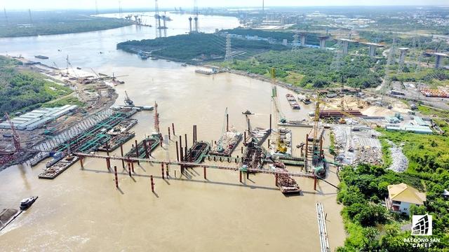 Cống Mương Chuối – công trình có diện tích lớn nhất trong 6 công trình. Cống hoạt động theo qui định đến mùa mưa cửa tiêu nước sẽ mở. Do mực nước thượng lưu lớn hơn hạ lưu và ngược lại.
