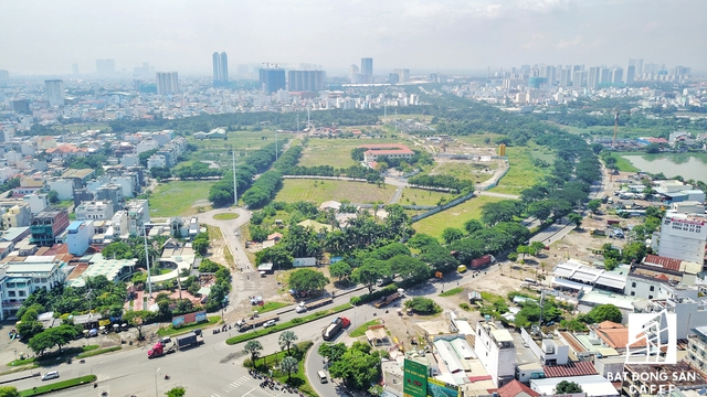 Đây là khu đất rộng lớn còn lại của khu đô thị Phú Mỹ Hưng, nhưng từ năm 2008 đến nay Hoàn Cầu chưa triển khai các hạng mục đầu tư như kế hoạch TP.HCM đề ra.