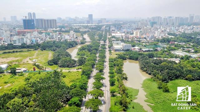 Khu đất tọa lạc ngay đầu đường Nguyễn Văn Linh - tuyến xương sống của khu đô thị kiểu mẫu Phú Mỹ Hưng.