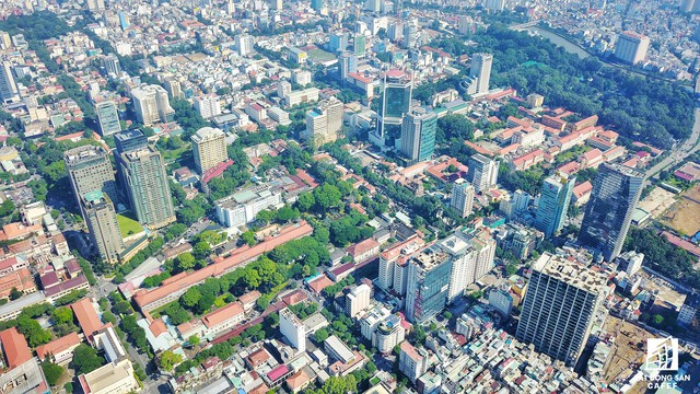 Từ địa điểm tòa cao ốc này, có thể nhìn bao quát về khu thành thị mới Thủ Thiêm và 1 phần trọng tâm quận 1 của TP.HCM.