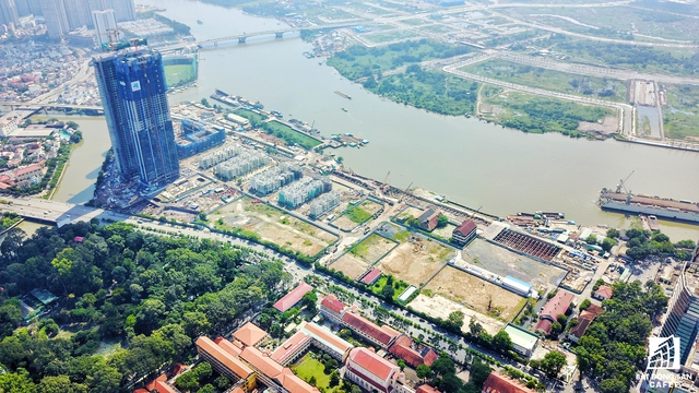 Các lô đất tại Thủ Thiêm được nhà đầu tư đề xuât hoán đổi nhìn từ dự án Golden River, quận Bình Thạnh