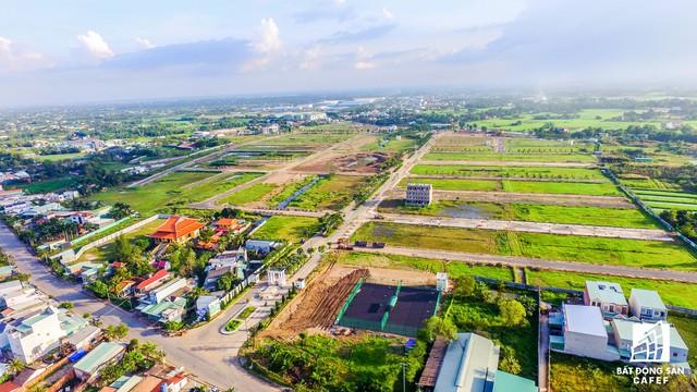 Sau nhiều năm đầu tư, hiện đa số đất nội khu dự án vẫn là 1 màu xanh của cỏ dại.