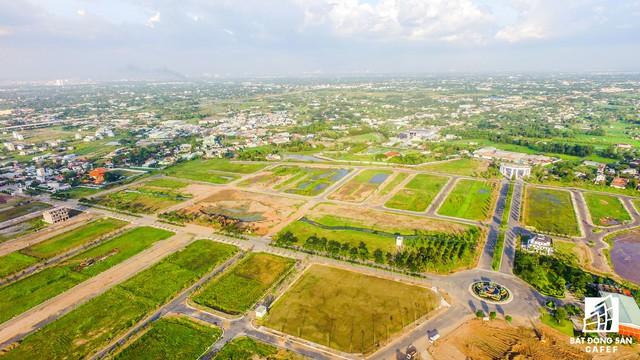 Hạ tầng giao thông nội khu đã được xây dựng đồng bộ, nhưng thiếu tiện ích mua sắm cho người dân nên nhiều bạn đang rao phân phối cắt lỗ nền đất.