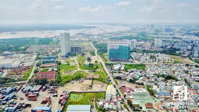 Xung quanh cảng Rau quả Sài Gòn (quận 7) đã và đang có nhiều dự án cao ốc đầu tư thi công. Đặc biệt, nằm cạnh khu cảng này là dự án 6 tỷ đô của tập đoàn Vạn Thịnh Phát