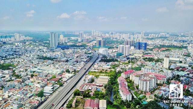 Dự án tọa lạc ở 1 địa điểm khá đắc địa của quận 7, giáp sông Sài Gòn có 1 hệ thống giao thông khép kín đồng bộ