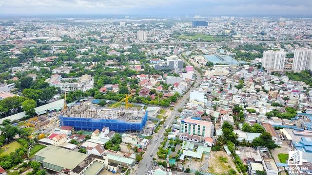 Nhiều nhà đầu tư tận dụng lợi thế từ tuyến metro đang đẩy nhanh tốc độ xây dựng dự án. Hưng Thịnh Land đang phát triển nhiều dự án nhà ở dọc trục metro này.