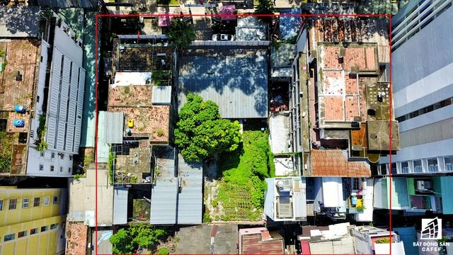 Khu đất tại số 462-464 Nguyễn Thị Minh Khai, phường 2, quận 1, diện tích 1.186,3m2. Khu đất này đang được một công ty kinh doanh đồ gỗ thuê lại hơn 5 năm qua