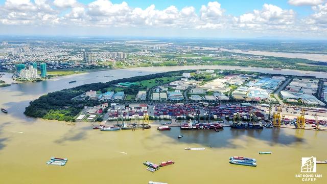 Khu cảng hàng hóa Tân Thuận cũng đã được thành phố lên công đoạn di dời cấp bách.