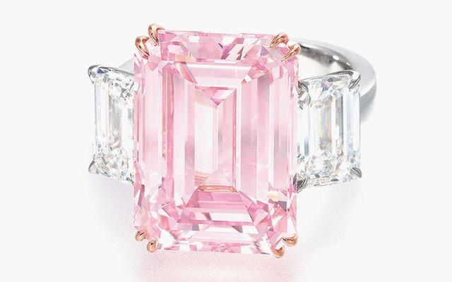 6. Nhẫn kim cương The Perfect Pink (23,2 triệu USD): Viên kim cương màu hồng tinh khiết nặng 14,23 carat.