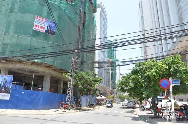 Nhiều khách sạn 4 sao đang đẩy nhanh tôc độ xây dựng trên nhiều con đường có diện tích nhỏ của trung tâm Đà Nẵng