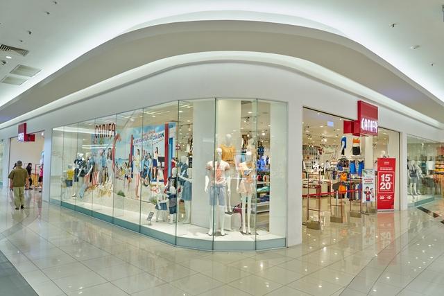 Một cửa hàng của CANIFA - nơi cả gia đình có thể chọn quần áo