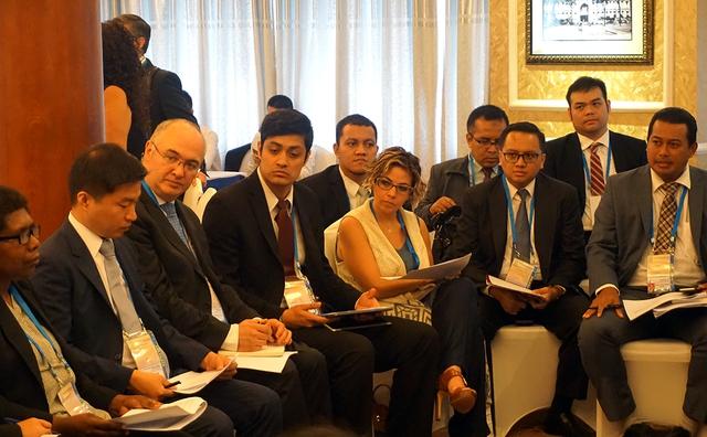 Các đại biểu thảo luận vòng tròn trong ngày đầu phiên họp toàn thể của Ủy ban Kinh tế APEC (EC). Ảnh: Linh Anh