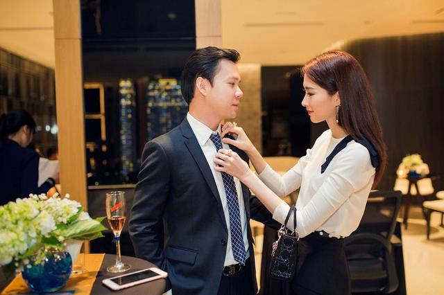 Vào đầu tháng 10 tới, Hoa hậu Thu Thảo sẽ chuyển hộ khẩu, về một nhà với người đàn ông của đời mình.