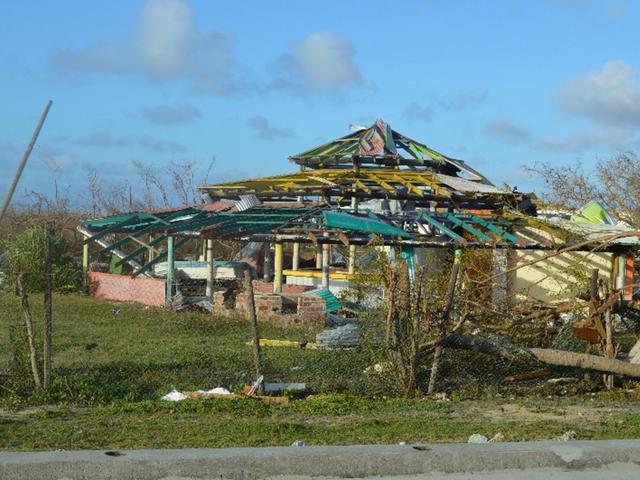 Trước khi đổ bộ vào Florida, cơn bão Irma đã nhấn chìm Barbuda, một phần của quốc đảo kép Antigua và Barduda hôm 6/9. Bão phá hủy gần 90% các công trình của đảo này.
