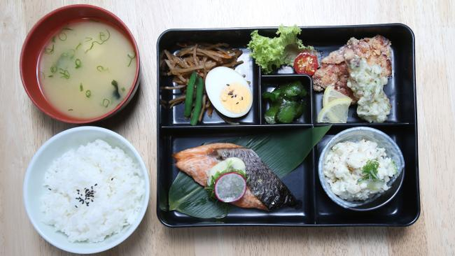 Người Nhật chuẩn bị những bữa ăn đơn giản những đầy đủ dinh dưỡng và năng lượng và rất hiếm khi ăn vặt.