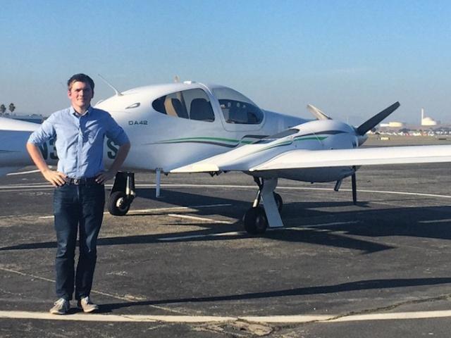 Thú vui lúc rảnh rỗi của tỷ phú trẻ tuổi John Collison là lái máy bay.