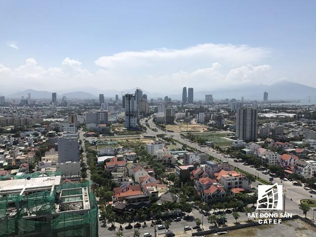 Con đường Phạm Văn Đồng có nhiều khách sạn cao tầng đang hoạt động hết công suất, bên cạnh đó hiện có 4 dự án lớn khác đang xây dựng.