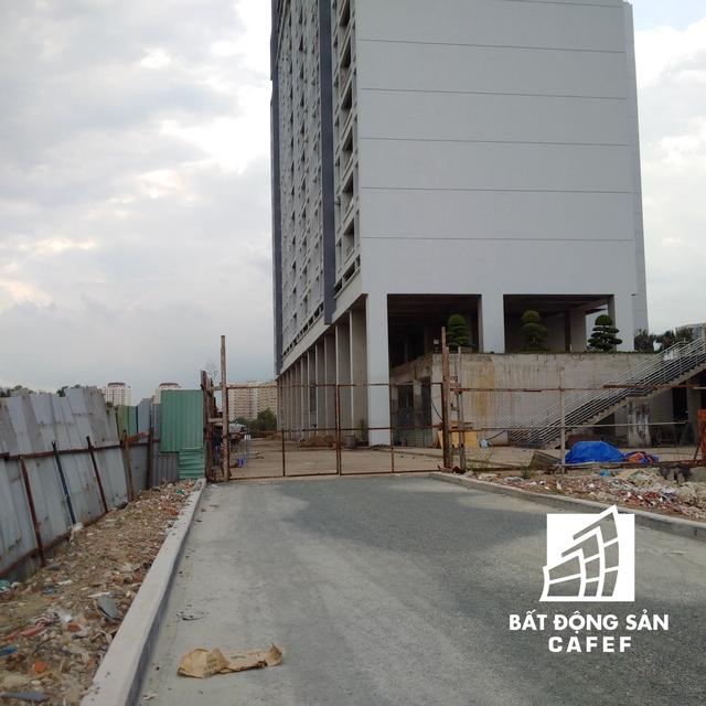 Quyết định nêu rõ tạm dừng việc đăng ký, chuyển quyền sở hữu, sử dụng, thay đổi hiện trạng tài sản của Công ty CP Bất động sản Xây lắp Dầu khí Việt Nam, đối với quyền sử dụng diện tích 15.320,86 m2 trong dự án PetroVietnam Landmark.