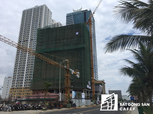 Bên cạnh những khách sạn 5 sao đã hoàn thành, nhiều công trình khác tiếp tục mọc lên.