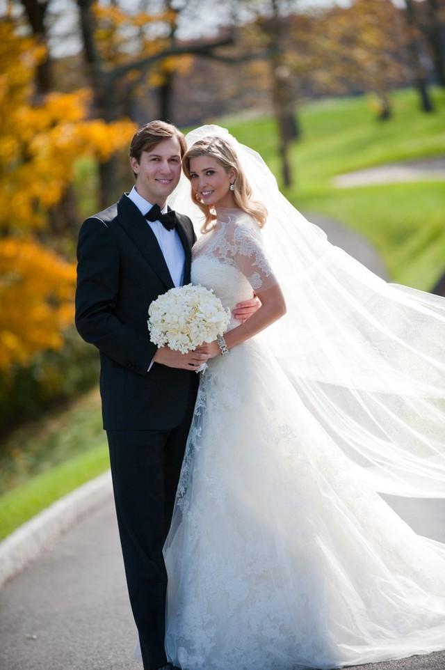 Ivanka Trump và chồng trong đám cưới.