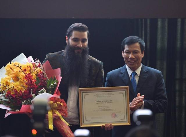Đạo diễn Jordan Vogt-Robert trở thành Đại sứ Du lịch Việt Nam.