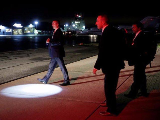 Trước khi máy bay chở Tổng thống Trump đáp xuống, lực lượng mật vụ đã có mặt từ trước để đảm bảo an toàn tuyệt đối cho ông chủ Nhà Trắng. Thông thường, họ đi trên những chiếc phi cơ vận tải quân sự, với số lượng lớn trang thiết bị để đảm bảo an ninh.