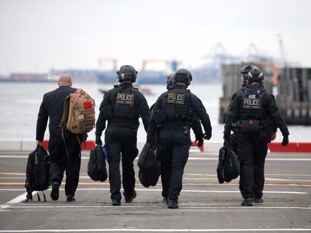 Khu vực máy bay hạ cánh, đường đi của đoàn xe chở tổng thống hay những khu vực mà ông chủ Nhà Trắng ghé qua đều được lực lượng bắn tỉa bao quát nhằm đảm bảo kẻ tấn công bị hạ gục ngay lập tức.
