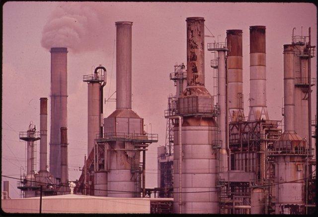 Ô nhiễm không khí gây ra nhiều căn bệnh. Để giải quyết tình trạng này, người Mỹ ban hành Đạo luật không khí sạch nhằm ngăn các hoạt động công nghiệp thải ra những loại khí gây hại cho con người. Người ta tin rằng, đạo luật này cứu 160.000 người khỏi chết sớm.