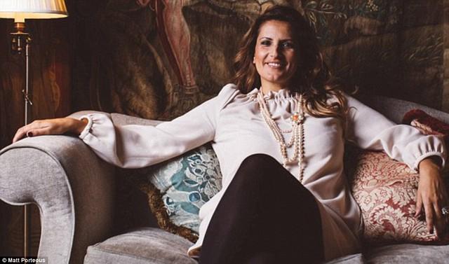 Paola Diana, 40 tuổi, là nhà sáng lập kiêm CEO của Nanny Butler – một tổ chức quốc tế chuyên tìm kiếm những nhân viên chuyên nghiệp cho các gia đình siêu giàu, từ trợ lý cá nhân đến quản gia.