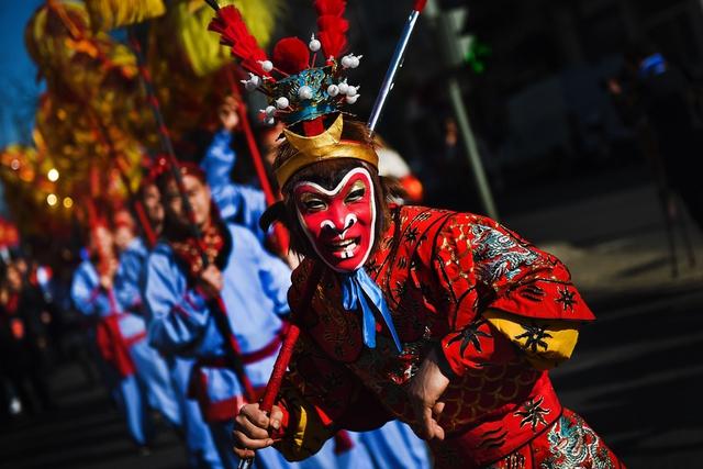 Diễu hành đón năm mới ở Rooster, Lisbon, Bồ Đào Nha. Ảnh: EPA