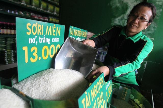 Gạo Campuchia được bán ở Việt Nam Ảnh: HOÀNG TRIỀU