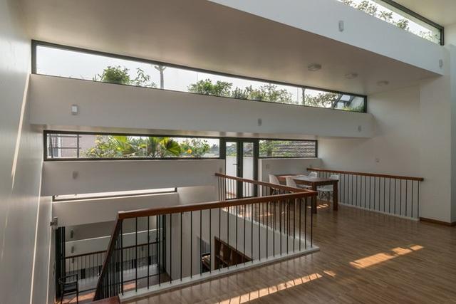 Nhờ cách thiết kế các tầng mái độc đáo, các phòng chức năng trong nhà đều nhận được khí trời và ánh sáng tự nhiên.