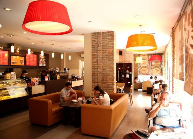 Không gian một quán Gloria Jeans Coffees tại TP HCM.