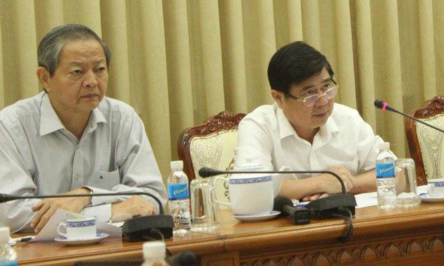 Ông Nguyễn Thành Phong (bên phải) và ông Lê Văn Khoa chủ trì buổi làm việc