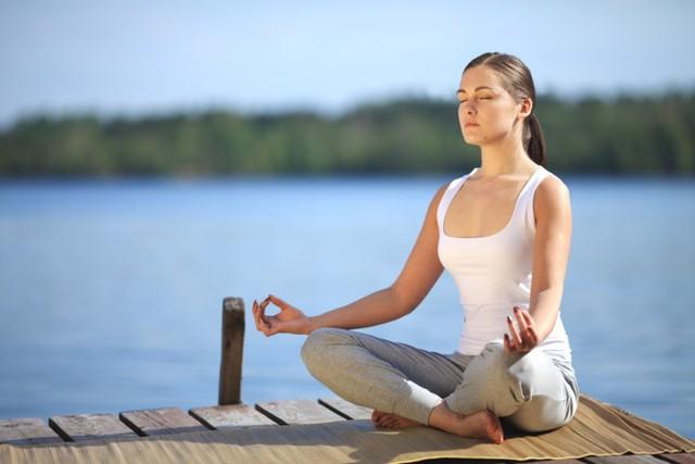 Tập ngồi thiền: Lựa chọn tuyệt vời giúp bạn thư giãn, kiểm soát suy nghĩ và thậm chí là giúp giảm căng thẳng tinh thần.