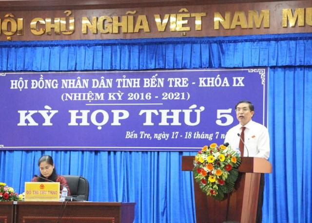 Ông Cao Văn Trọng báo cáo tại kỳ họp HĐND tỉnh Bến Tre vào sáng 17-7