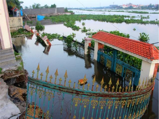 Khu vực dọc bờ tả sông Sài Gòn thuộc địa bàn quận Thủ Đức được xác định có nhiều địa điểm sạt lở và có nguy cơ sạt lở nguy hiểm. Ảnh: MINH THANH