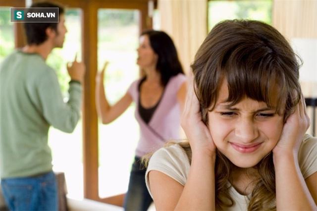 Những cuộc cãi vã xảy ra giữa cha và mẹ là điều gây sợ hãi nhất đối với tâm hồn non nớt của trẻ nhỏ. (Ảnh minh họa).