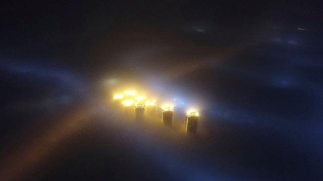 Khói bụi ô nhiễm bao phủ TP Thiên Tân - Trung Quốc vào ban đêm Ảnh: REUTERS
