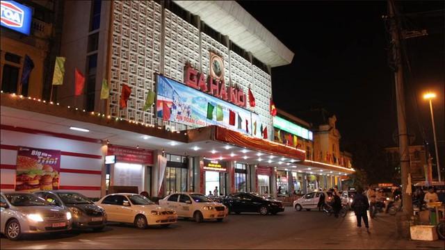 """Vấn đề đáng quan tâm đằng sau câu chuyện di dời ga Hà Nội là một vàih chúng ta quản trị tài sản và đất công ra sao ở một vài chỗ """"tranh tối tranh sáng"""". Ảnh minh họa: Infonet."""