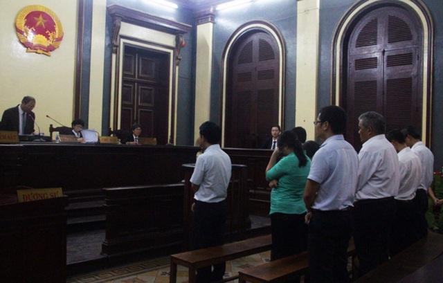 Các bị cáo nghe tòa tuyên án vào sáng ngày 25-8.