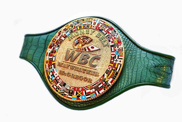Chiếc đai vô địch được thiết kế riếng cho trận đấu giữa Mayweather và McGregor