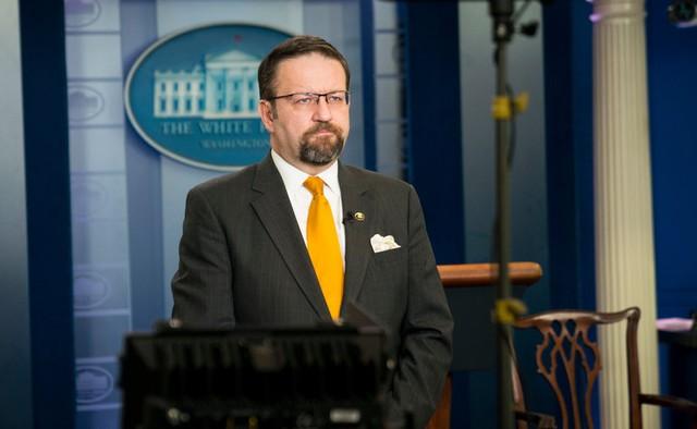 Cố vấn chống khủng bố Sebastian Gorka là quan chức cao cấp mới nhất rời Nhà Trắng