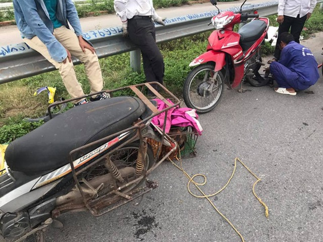 Xe máy dính bẫy đinh trên cao tốc Hà Nội-Bắc Giang - Ảnh: otofun