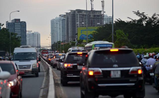 Đường Nguyễn Hữu Thọ là một trong những điểm nóng thường xuyên tắc đường