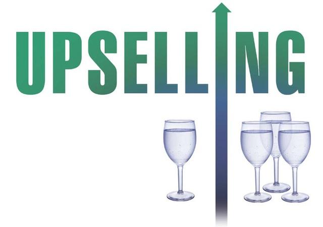 Để tiến hành nghệ thuật Up-selling thành công, điều cốt lõi là phải cho khách mua thấy được lợi ích mà họ được hưởng (Ảnh minh họa)