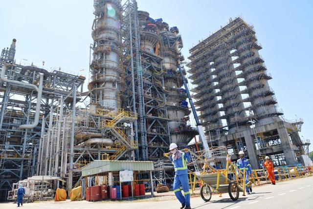 Sản phẩm xăng dầu của Nhà máy Lọc dầu Dung Quất vẫn chưa đáp ứng được tiêu chuẩn theo lộ trình khí thải đã được thông qua Ảnh: TỬ TRỰC