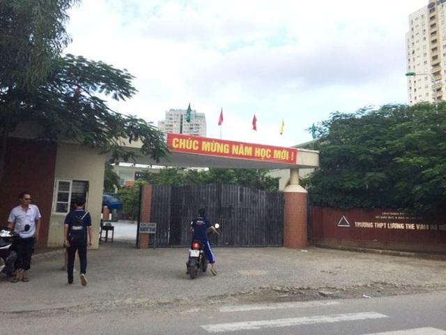 Cổng trường THPT Lương Thế Vinh.