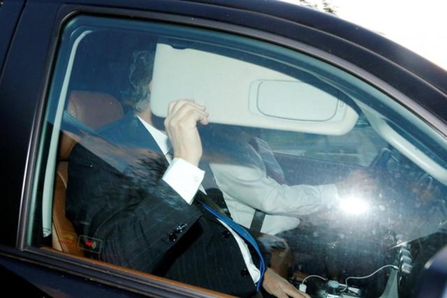 Ông Manafort rời khỏi nhà vào sáng 30-10 (giờ địa phương). Ảnh: REUTERS