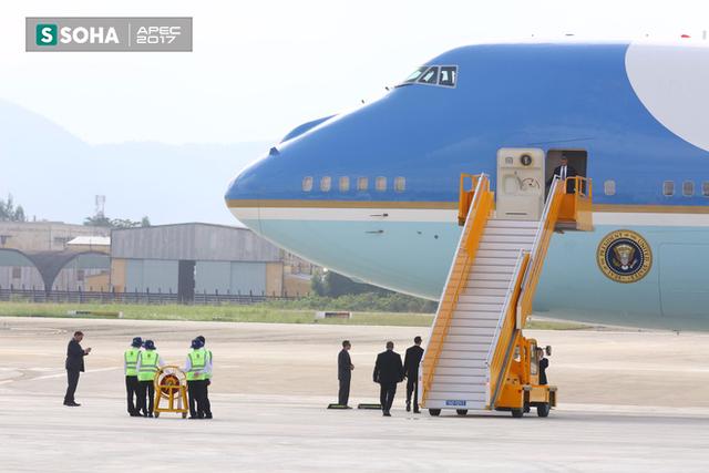Mật vụ Mỹ đến sân bay, Air Force One sẵn sàng đưa tổng thống Trump rời Đà Nẵng ra Hà Nội - Ảnh 1.